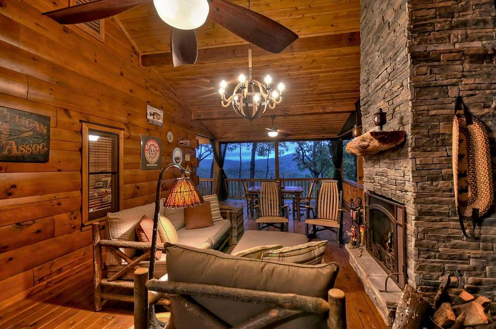 Treehouse Retreat - Escape to Blue Ridge