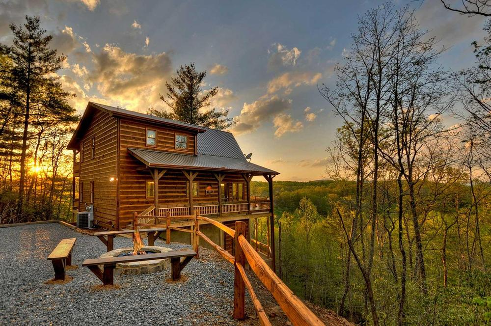 rental gallery interior ridge photo above clouds blue mountain rent the for tour cabin ga cabins kitchen